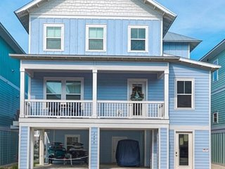 """Daydream Beach Cottage""  Free golf cart, bikes, kayaks, board"