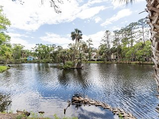 Lagoon View 2 Bedroom Townhome /Pool / Beach Club Usage