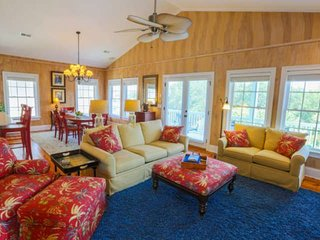 Great for Families!  Sports Card, Community Pool, 5 Minute Walk to Beach, Kids'