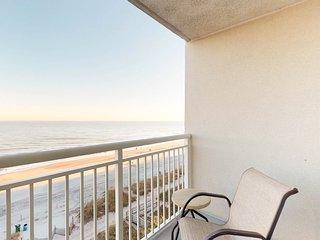 Ocean-view condo w/ shared pool & hot tub - near the beach
