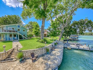 Waterfront home w/ dock, sundecks & amazing views - great for swimming/fishing!