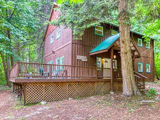 New Listing! Spacious lodge w/ hot tub & wrap-around deck - near Lake Wenatchee