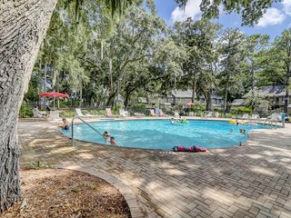NEW LISTING! Spacious condo w/ shared pool & tennis courts - Golf on-site!
