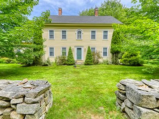 Picturesque farmhouse w/ large yard & orchard - golf & beaches nearby!