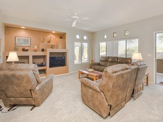 Cozy condo w/ a shared fitness room, pool, hot tub, & patio!