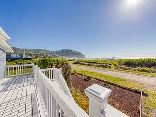 Oceanfront, dog-friendly house w/ gorgeous sunsets & ocean views!