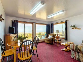Dog-friendly, oceanfront motel suite w/ beach access and deck!