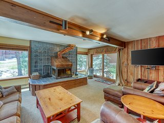 Ski-in condo w/fireplace & in-unit laundry. Close to lifts. Walk to main street
