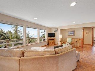 House near the beach w/ ocean views, shared pool, & tennis courts!