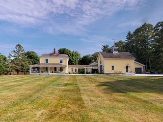 Charming historical home w/lush views, private gas grill, & outdoor dining area!