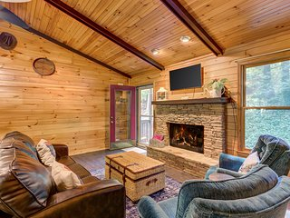NEW LISTING! Creekside cabin w/open floor plan & multi-level decks! Dogs OK!