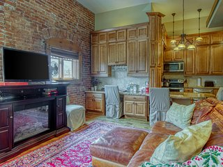 Stylish, downtown condo w/ loft, kitchen, & fireplace plus shared patio & grill
