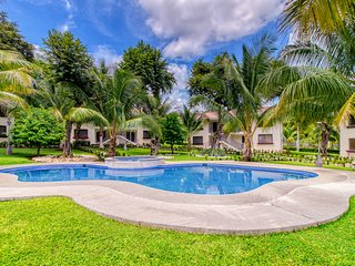 Playas del Coco apartment w/a shared pool, pool spa, gardens, & picnic area