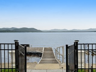 Lakefront retreat w/magnificent lake view - The family dog is welcome!