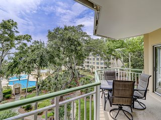 NEW LISTING! Gorgeous 1 bedroom villa with ocean and pool views!