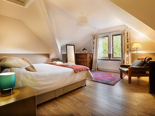 B&B, Kingsize Bed with En-Suite in Large Country House
