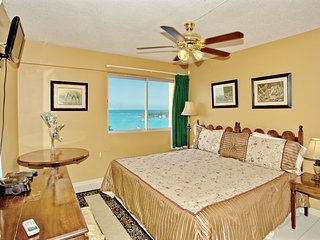 GREAT LOCATION, 2 MINS TO BEACH, SEA VIEW, Balcony, King Bed, 2 Sofa Beds, 1
