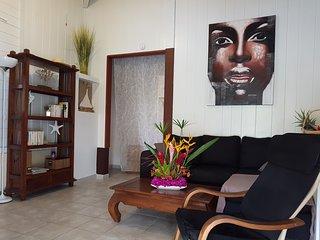 T3 'Hibiscus' dans villa ti'gîte
