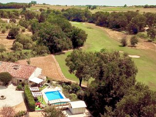 Luxury Bergerac villa next to great golf,heated pool, wine tasting and cycling.