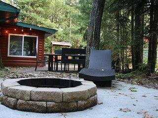 Cozy Cabin near West Twin Lake