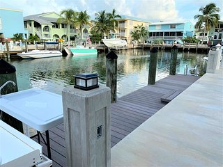 Little Pearl 2 bed / 1 Bath w Dock & Cabana Club