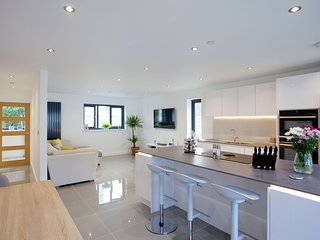 Avalen Rise, Newlyn - Set in the popular harbour town of Newlyn, this spacious h