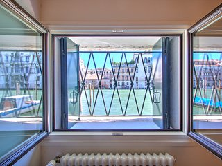 GRANDCANAL-RED with view over the Grand Canal, 3 people, fiber free wifi