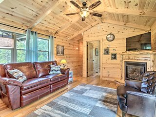 Cozy Cabin w/ Hot Tub+Deck in Hocking Hills!