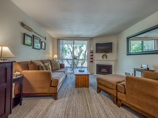 NEW LISTING! Oceanfront condo w/ a balcony, shared hot tub, pool & game room!