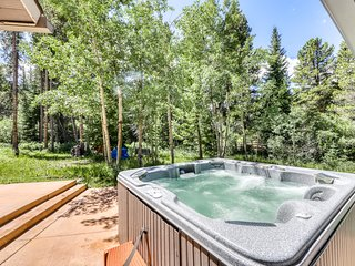 Unique, creek-access home on secluded lot, hot tub, fireplace