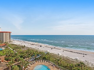 Beachfront condo w/ balcony, Gulf view & shared pool/hot tub/gym!