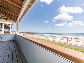 Oceanfront home right on Long Beach - near town, whale watching & more!