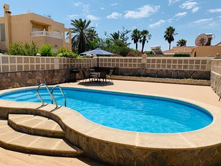 Villa with private pool & rooftop pergola. 1min to the beach.