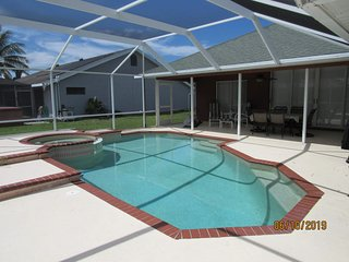 Private Heated Pool & Spa - Stunning PSL Sandpiper 3 bed home screened pool