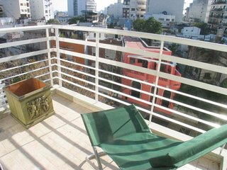 B144 Modern and super luminous apartment with balcony and amenities in the heart