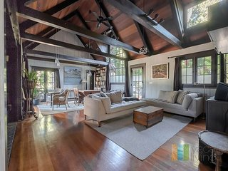2b/2bth Classic Architecturally Stunning Home