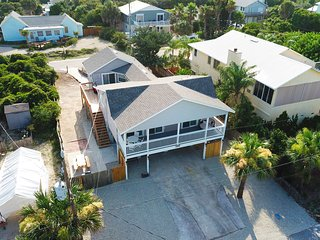 Hideaway dog-friendly condo just blocks from the beach, newly remodeled!