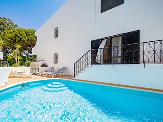 2 bedroom Apartment with Pool, Air Con and WiFi - 5607805