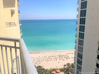 BEAUTIFUL 1 Br/1 Bth ON THE BEACH!