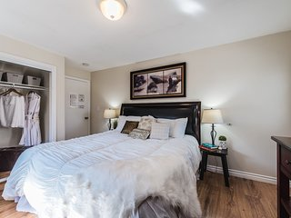 ROOM G · The OC Delight with a Private Entrance & Parking