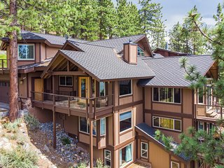 Luxury home w/ pool table, sauna, & stunning lake views - dogs welcome!