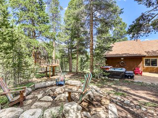 Dog-friendly duplex w/ private hot tub & gas grill - 3 miles to lifts!