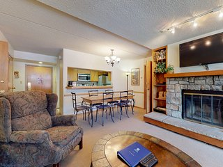 Ski village studio w/ private sunroom, shared hot tub, walk to ski lifts