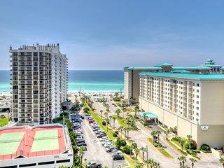 Upscale condo w/ shared pool, sports, & beach views - snowbirds welcome!