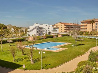 2 bedroom Apartment with Pool, WiFi and Walk to Beach & Shops - 5698358