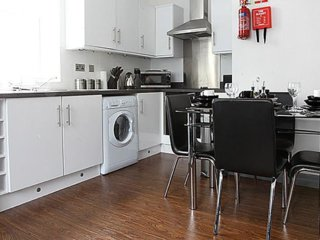 Lewis Property - Apartment sleeps up to 14 for Larger Groups  Northern Quarter