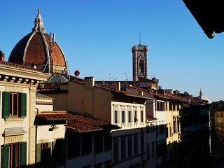lacasadicavour - sui tetti a 200mt dal Duomo - charme, wifi e idromassaggio