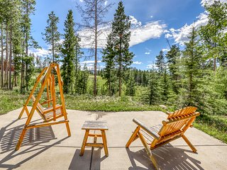 New listing! Mountain home w/private balcony and board games!