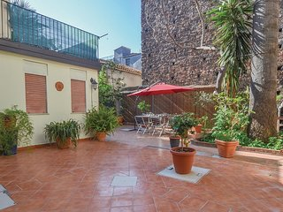 Beautiful apartment in Catania w/ 2 Bedrooms and WiFi