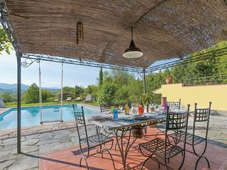 Stunning home in Licciana Nardi w/ WiFi, 4 Bedrooms and Outdoor swimming pool